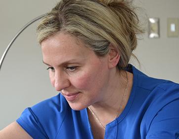 Linda performs a CoolSculpting treatment